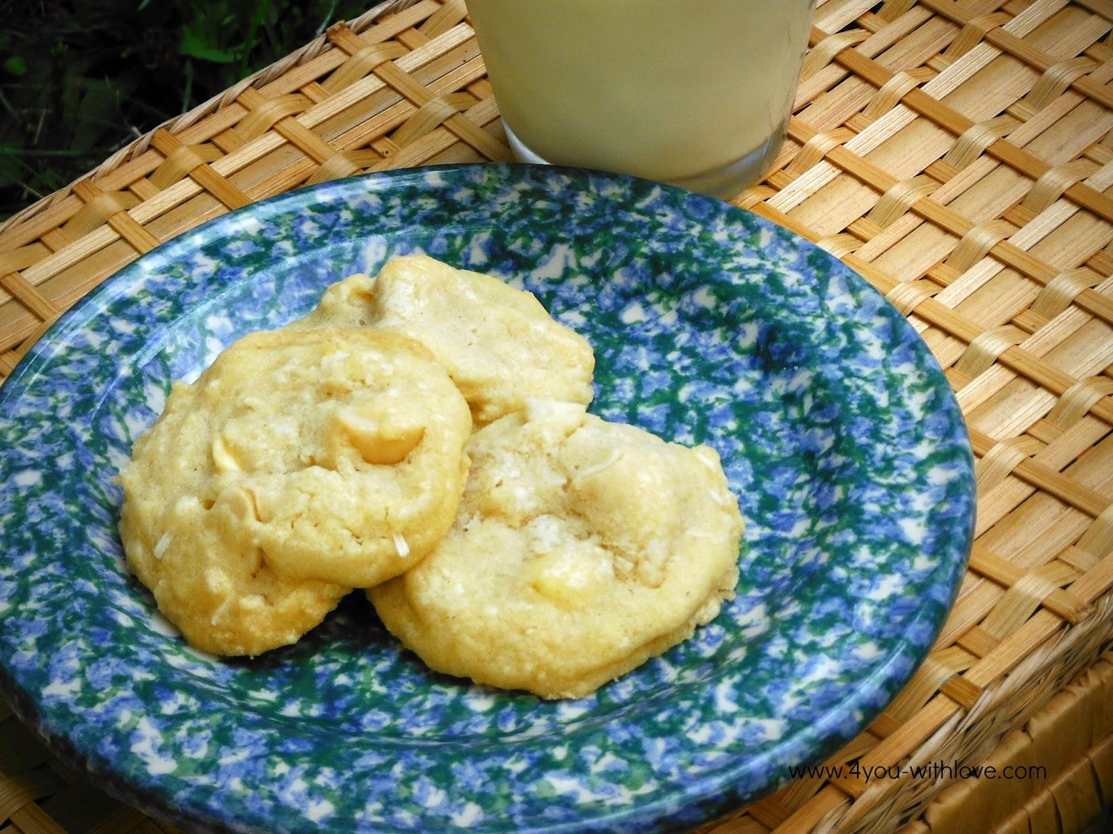 Matt Cookies – Coconut White Chocolate Macadamia Nut Cookies